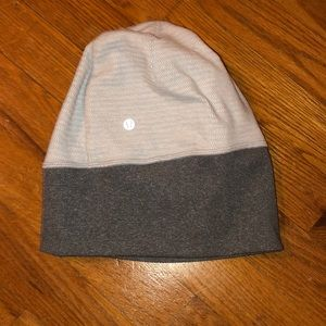 Lululemon 2 toned hat like new!